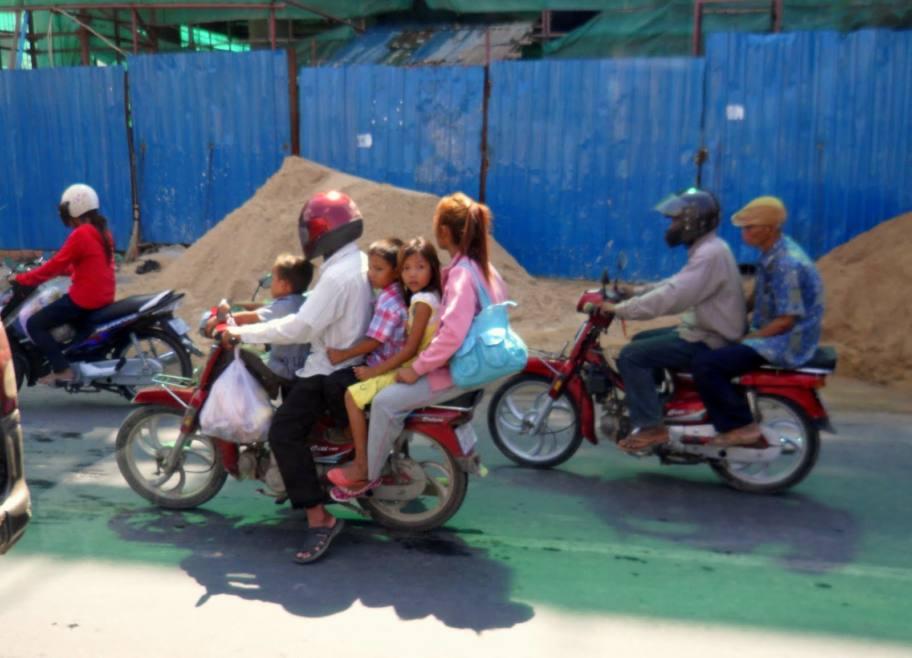 Au Cambodge le scooter c'est primordial.