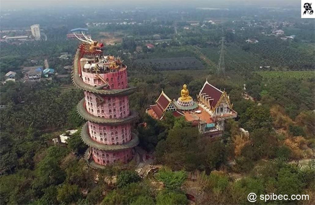 Un temple bouddhiste de 17 étages